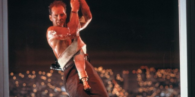 McClane-hanging-from-a-fire-hose-Die-Hard-e1467409903784-800x400